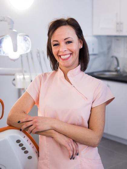 Mónika - Vezető fogászati asszisztens
